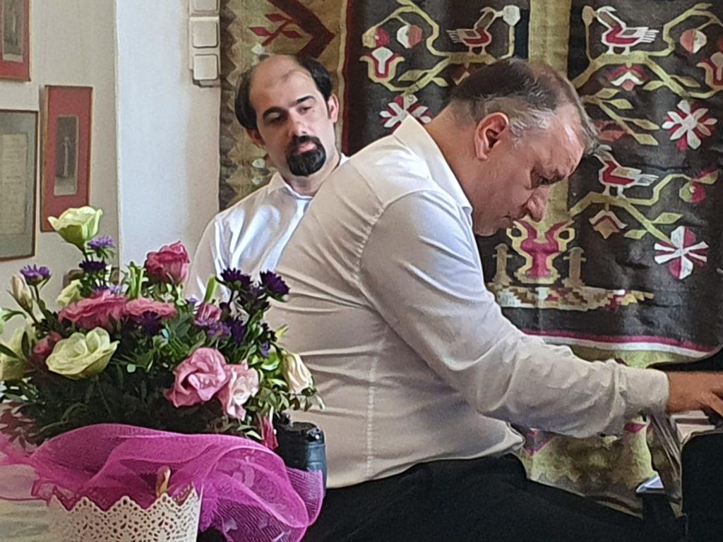 Madalin Voicu si Constantin Mirea, in timpul interpretarii